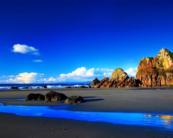 Il-colore-azzurro-del-cielo-dipende-dalla-diffusione-cui-sono-soggette-le-componenti-ad-onda-piccola-dello-spettro-solare-visibile